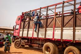 Africa;Benin;Kaleidos;Kaleidos-images;Lorries;Lorry;People;Tarek-Charara;Transportation;Transports;Travel;Travelling;Trucks;Vehicles;Voyages