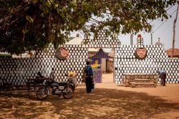 Africa;Benin;Entrance;Gates;Kaleidos;Kaleidos-images;Man;Men;Royal-Palace-of-Djougou;Tarek-Charara