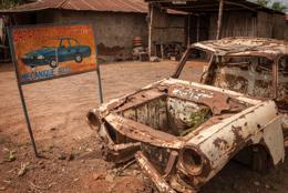 Africa;Automobil;Automobiles;Benin;Cars;Garages;Kaleidos;Kaleidos-images;Repairs;Signboard;Signs;Tarek-Charara;Transportation;Vehicles;Wreck
