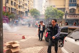 China;Chine;Firecrackers;Kaleidos;Kaleidos-images;Mariages;Nanjing;Nankin;Pétards;Rues;Streets;Tarek-Charara;Weddings