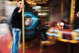Blur;Carousel;Games;Kaleidos;Kaleidos-images;Leisures;Man;Men;Merry-go-round;Movement;Paris;Tarek-Charara