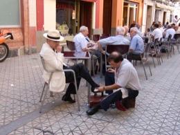 calzado;sapato;shoe;scarpa;incerare;shoeshiner;cireur;Stadt;city;ciudad;città;cidade;ville;café;bar;bistrot