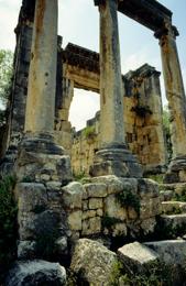 Architecture;Bziza;Kaleidos;Kaleidos-images;Kaleïdos;Lebanon;Liban;Libanon;Middle-East;Middle-East;Moyen-Orient;Moyen-Orient;Near-East;Proche-Orient;Proche-Orient;Romain;Roman;Roman-Temple;Roman-Temples;Ruin;Ruine;Ruinen;Ruines;Ruins;Tarek-Charara;Temple;Temple-romain;Temples;Temples-romains