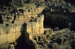 Kaleidos;Kaleïdos;Lebanon;Liban;Libanon;Middle-East;Moyen-Orient;Moyen-Orient;Naher-Osten;Near-East;Phoenicians;Phoenizier;Phénicien;Phénicienne;Phönizier;Proche-Orient;Proche-Orient;Religions;Ruinen;Ruines;Ruins;Tarek-Charara;Tempel;Temples