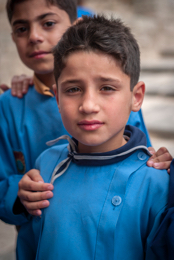 Alep;Aleppo;Boy;Boys;Children;Colour;Enfants;Garçons;Kaleidos;Kaleidos-images;Middle-East;Moyen-Orient;Naher-Osten;Near-East;Portrait;Proche-Orient;School-uniform;School-uniforms;Schoolboy;Schoolboys;Syria;Syrie;Tarek-Charara;Uniform;Uniforme;Uniforme-décolier;Vertical;couleur